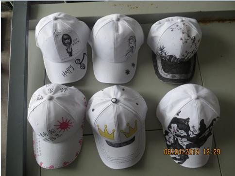 此次活动主要是在帽子上手绘创意图案